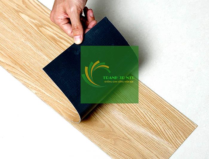 thi công miếng dán sàn rất đơn giản